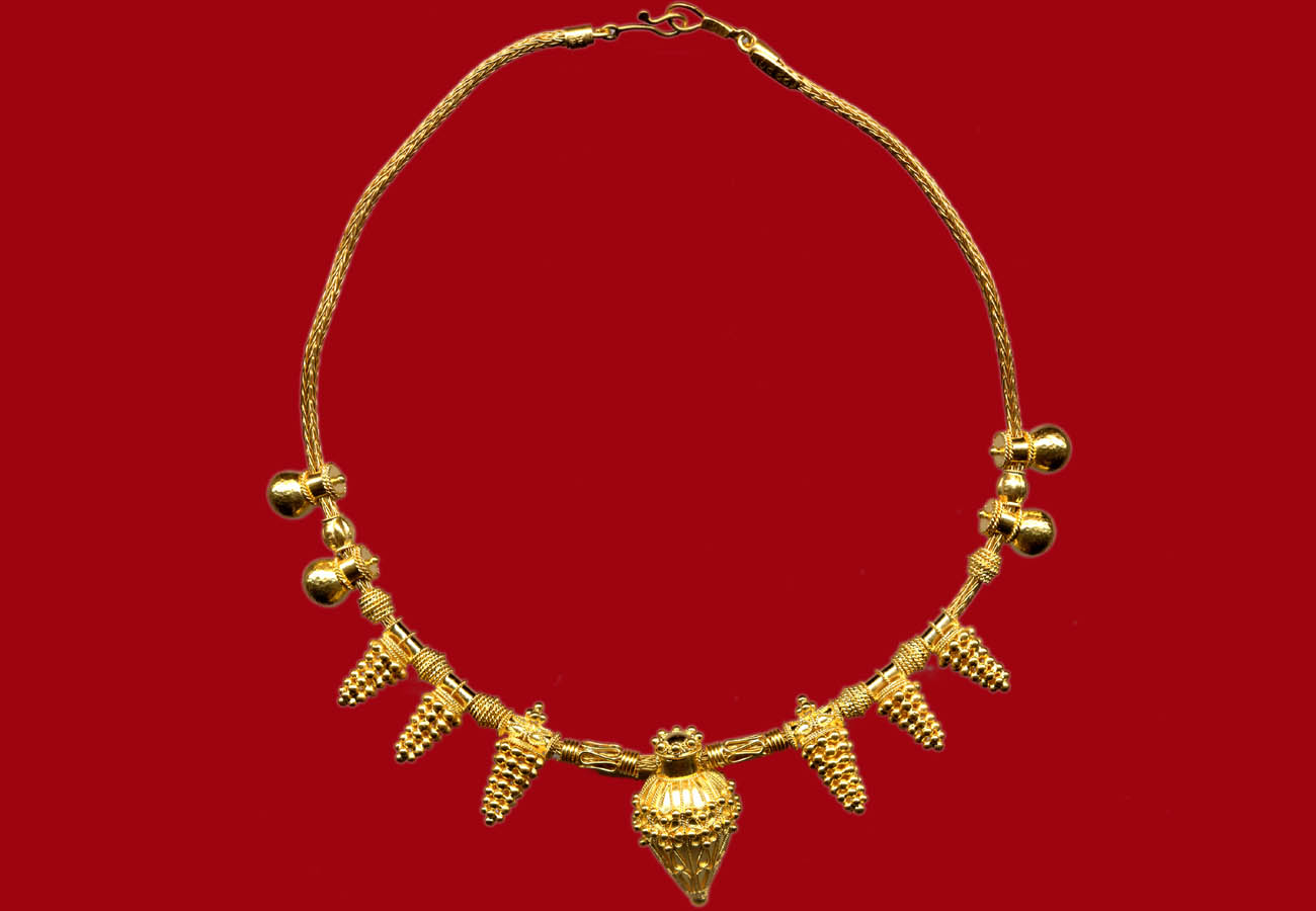 22k gold necklace with conical pendants, 560 BC, Thessaloniki Archaeological Museum