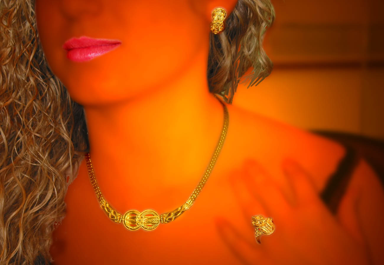 22k gold necklace with main theme the knot of Heraklion