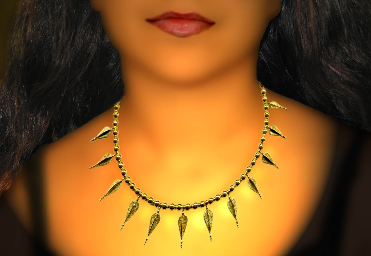22k gold necklace with repeated spear-heads