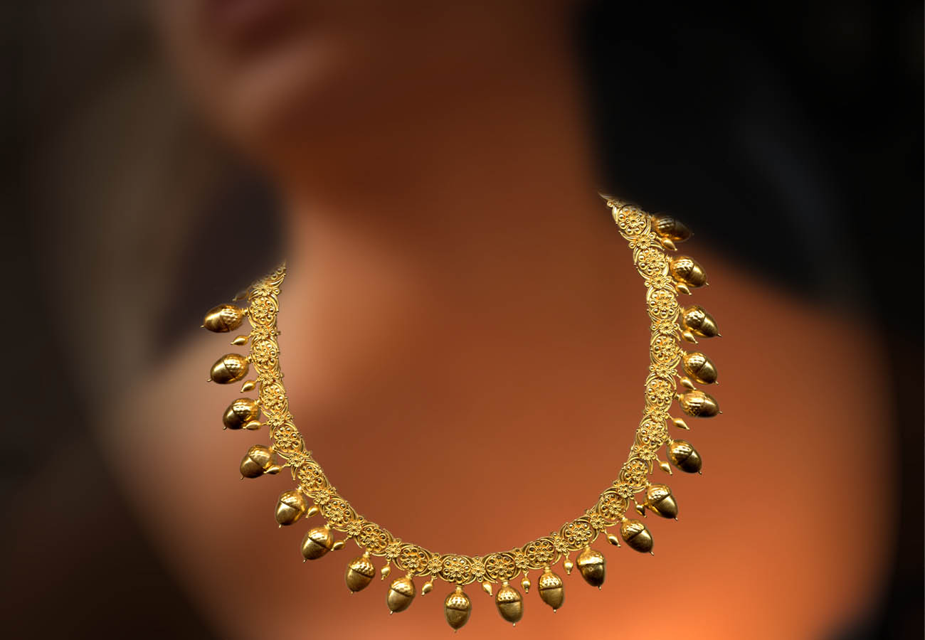 22k gold necklace with rosettes, lotus blossoms and acorns, late 5th - early 4th century BC