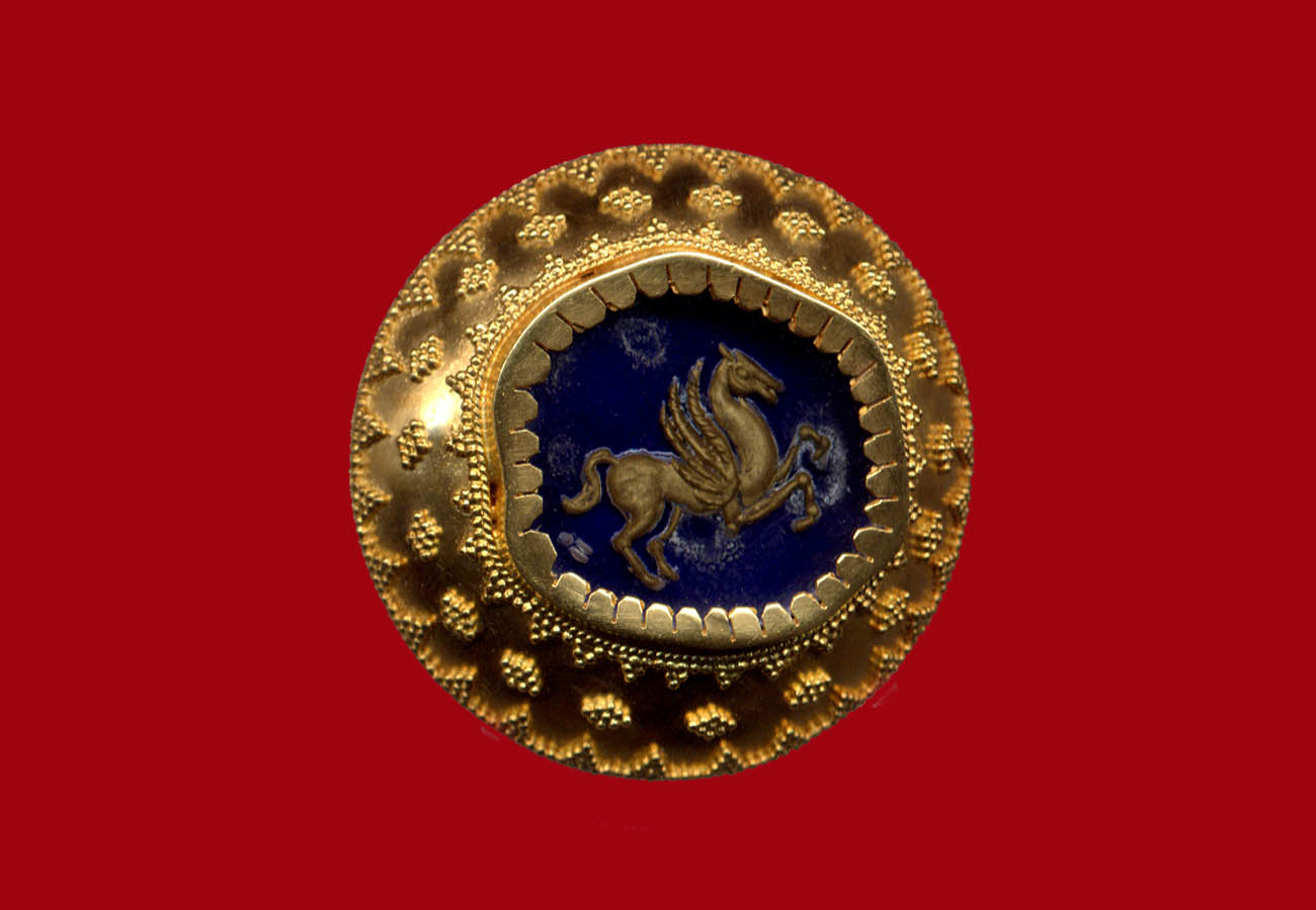 22k yellow gold brooch decorated with the technique of granulation, semi-precious stone and central theme the engraved presentation of Pegasus