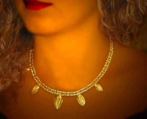 22k gold necklace decorated with vase-shaped pendants
