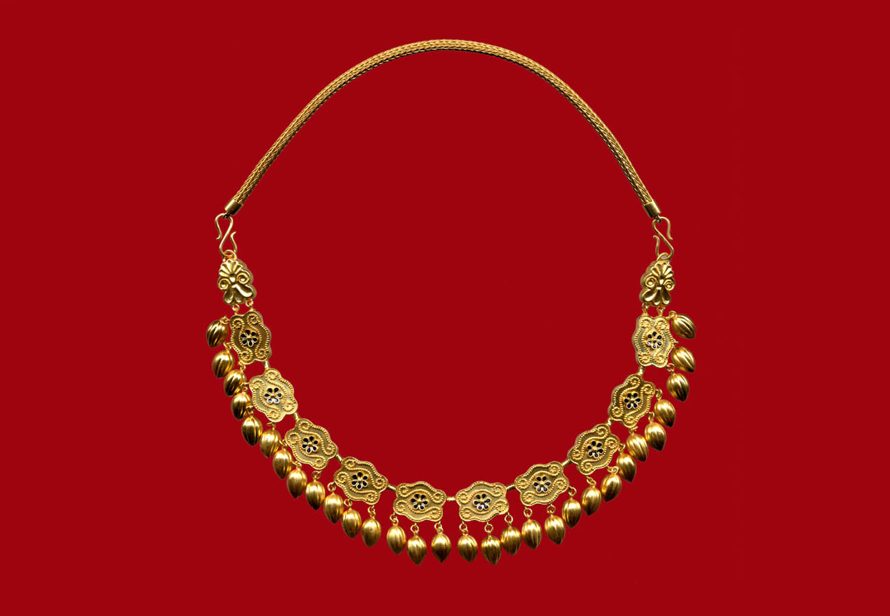 22k gold necklace with box-beads decorated with scrolls and rosettes with seed pendants from Nymphaion, kurgan 17 425 - 400 BC