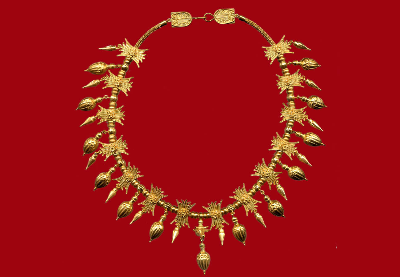 22k gold necklace with lotus blossoms, bullhead and vase-shaped pendants, last quarter of 4th century BC