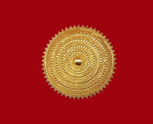 Brooch in 22k gold with a vivid Greek influence that it is shown from the delicate technique of filigree and beading