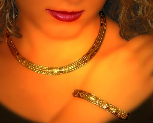 Creation in 22k gold with chain strap and myrtle leaves, inspired by wreathes from the 4th century BC