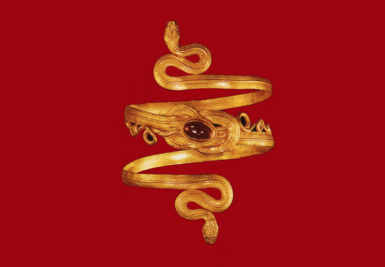 Golden bracelet consisted of two snakes, with bound tails in Heraklion knot decorated with deficient grantis. From Eretria, Evia